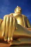złoty Buddha duży błękitny niebo Obraz Royalty Free