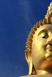 złoty Buddha duży błękitny niebo Zdjęcie Stock