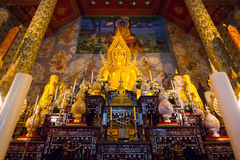 Złoty Buddha statuy wizerunek w Phea prowinci Zdjęcie Stock