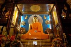 Złoty Buddha wśrodku Mahabodhi świątyni, Bodhgaya, Bihar, India Fotografia Stock