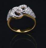 Złoty diamentowy pierścionek Zdjęcia Stock