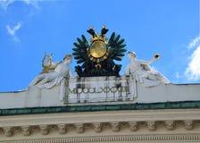 Złoty emblemat na Wiedeń domu obrazy stock