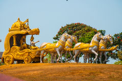 Złoty fracht rysujący koniami Murudeshwar Świątynia w Karnataka, India Obraz Stock