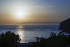 Złoty godzina zmierzch w magicznej wyspie Patmos i horyzont w lato czasie, Grecja nad seascape zdjęcie royalty free