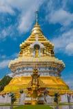 Złoty i biały pagodowy wat Phra Ten Doi Saket chiangmai Thaila Obraz Stock
