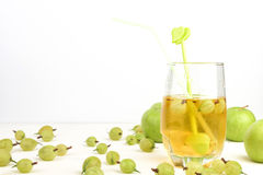 Złoty Jabłczany sok w szkle Zdjęcia Stock