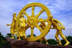Złoty koło Dhamma na niebo chmurach Obrazy Royalty Free