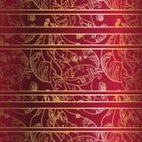 Złoty koronkowy ornament na głębokim - czerwony tło bezszwowy wzoru Zdjęcia Stock