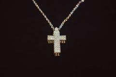 Złoty krzyż na łańcuchu Obraz Stock