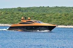 złoty luksusowy jacht Zdjęcia Royalty Free