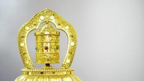 Złoty modlitewny koło na białym tle z kopii przestrzenią zbiory wideo
