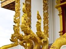 Złoty Naga drabinowa rzeźba w Lao świątyni Obrazy Stock