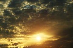Złoty niebo przy wschód słońca tłem obrazy royalty free
