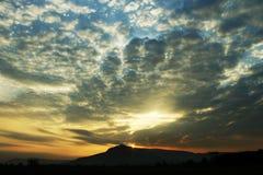 Złoty niebo przy wschód słońca tłem obraz royalty free