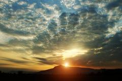 Złoty niebo przy wschód słońca tłem fotografia royalty free