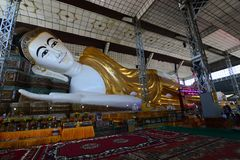 Złoty opiera Buddha lub Shwethalyaung Buddha, Bago Myanmar fotografia royalty free