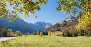 Złoty Października krajobraz przy ahornboden dolinę w Austria Obrazy Royalty Free