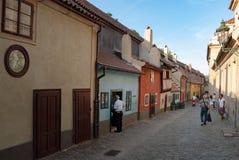 Złoty pas ruchu przy Praga kasztelem zdjęcia royalty free