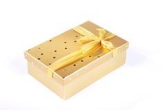 złoty piękny pudełkowaty prezent Obrazy Stock