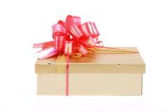 złoty piękny pudełkowaty prezent obraz royalty free