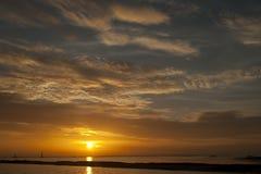 Złoty piękny wschód słońca Zdjęcia Royalty Free