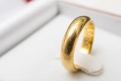 Złoty pierścionek 1 obraz royalty free