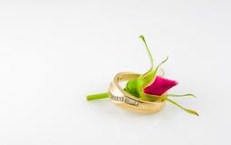 złoty pierścionek na ślub Fotografia Royalty Free