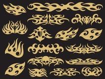 Złoty pojazdu motocykl płonie setu projekt na czarnym tle ilustracja wektor