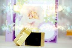 Złoty Pudełko Obrazy Royalty Free
