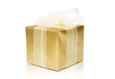 złoty pudełkowaty prezent Obraz Royalty Free