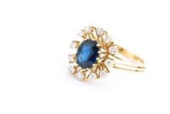 złoty ringowy szafir zdjęcie royalty free