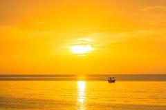 Złoty słońce w ranku nowy dzień na morzu w Gul Obraz Royalty Free