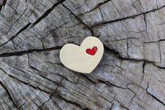 Złoty serce z Małym Czerwonym sercem na drewnie Obraz Royalty Free