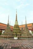 Złoty Stupas w Wata Pho Buddyjskiej świątyni, Bangkok, Tajlandia Zdjęcia Royalty Free