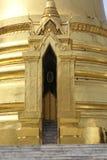Złoty stupy wejście, Wat Phra Kaew, Bangkok, Tajlandia, Azja Zdjęcia Royalty Free