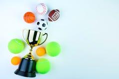 Złoty trofeum, futbol zabawka, baseball zabawka, śwista pong piłka, Tenni Obrazy Royalty Free