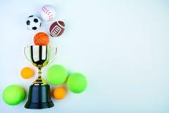 Złoty trofeum, futbol zabawka, baseball zabawka, śwista pong piłka, Tenni Zdjęcie Royalty Free