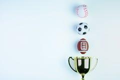 Złoty trofeum, futbol zabawka, baseball zabawka i rugby, bawimy się Zdjęcie Royalty Free