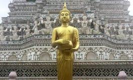 Złoty trwanie Buddha przy Wata Arun świątynią, Bangkok, Tajlandia Zdjęcia Stock