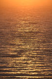 Złoty wschód słońca przy denną pogodną ścieżką Zdjęcie Stock