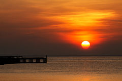 Złoty wschód słońca przy Rayong Tajlandia Zdjęcia Royalty Free