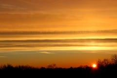 Złoty wschód słońca w zimie Obrazy Royalty Free