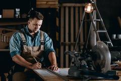 Złotych rączek pracujące długie godziny Zdjęcie Royalty Free