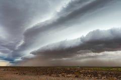 Złowieszcze zmrok chmury i pył burza zdjęcia stock