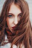 zły dzień włosy Piękna dziewczyna z długi kołtuniastym Obraz Royalty Free