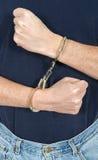 Zły oszust, mężczyzna Jest ubranym kajdanki, prawo i porządek zdjęcie royalty free