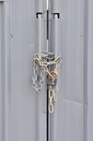 Z łańcuchem zamknięty i zamknięty drzwi Fotografia Stock