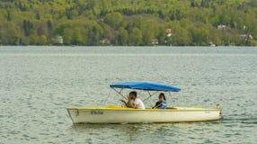 Z łodzią na Starnberger jeziorze Zdjęcia Stock