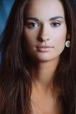 Z śliczną skórą piękna śliczna młoda kobieta obraz stock