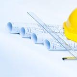 Z żółtym ciężkim kapeluszem budów narzędzia Zdjęcie Stock